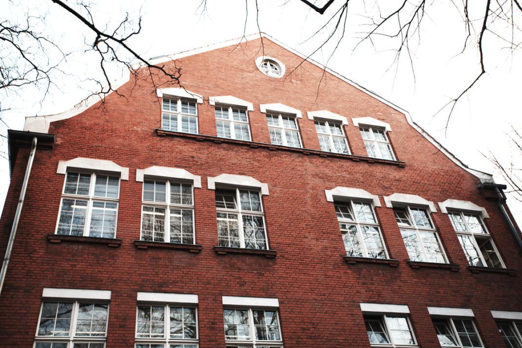 Foto des Ernst-Abbe-Gymnasiums in Berlin-Neukölln