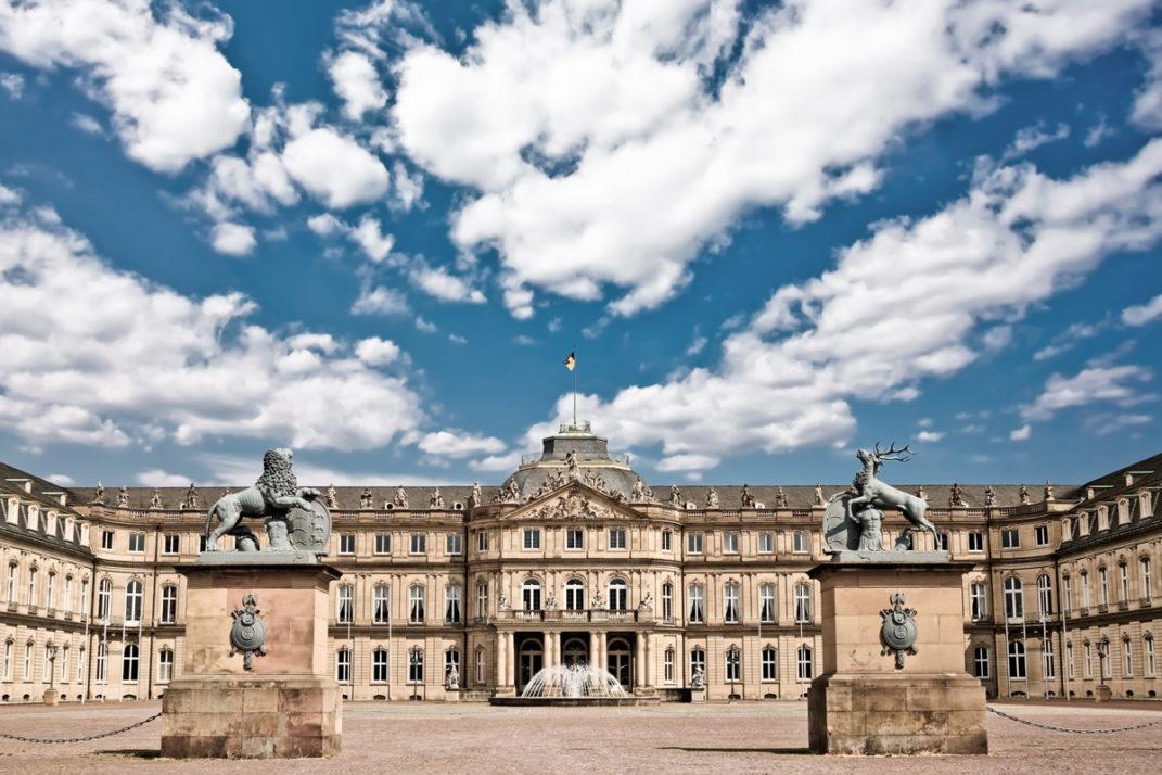 Foto des Neuen Schloss Stuttgart mit Ehrenhof und Corps de Logis